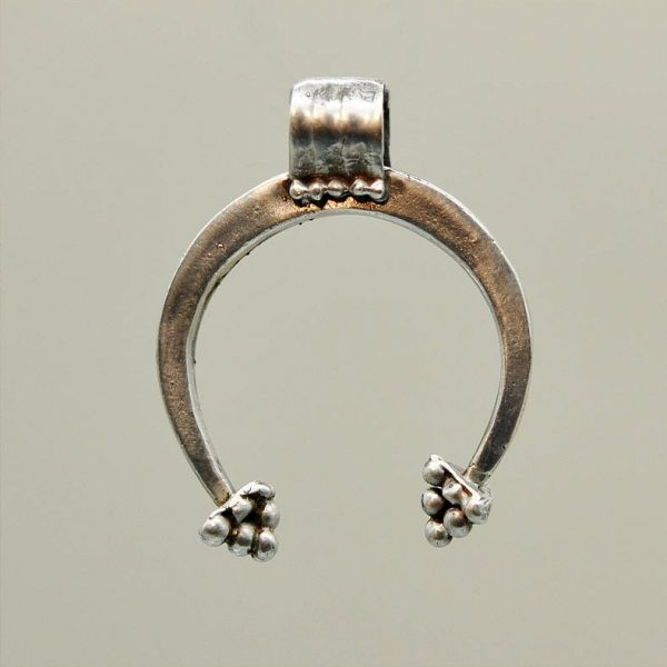 https://herakles.es/producto/colgante-romano-simbolo-lunar-3/